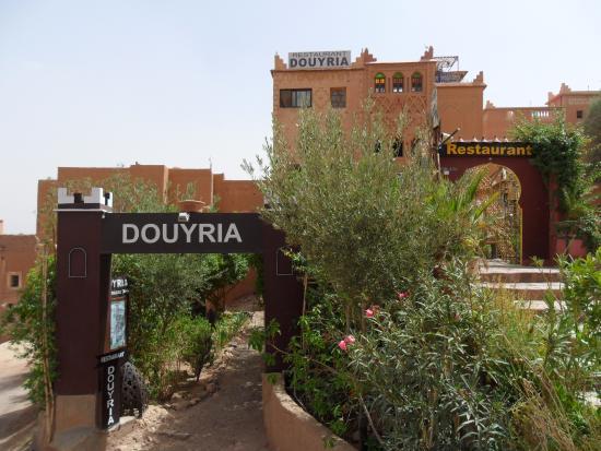 RESTAURANT DOUYRIA: L´entrée