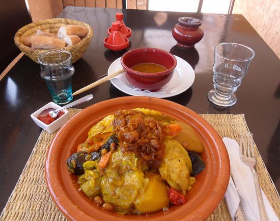 RESTAURANT DOUYRIA: Couscous végétarien! Avec des oignons caramélisés