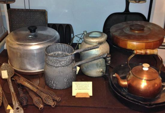 Oakdale Museum & History Center: Vintage kitchen cooking utensils