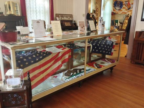 Oakdale Museum & History Center: Patriotic displays