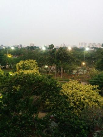 Ibis Budget Jakarta Menteng: view dari salah satu jendela kamar