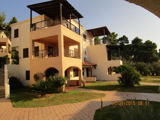 Elani Bay Resort: Природа и комфорт