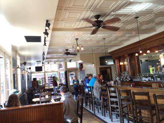 Ward 6 Food & Drink: Interior of Waed 6.