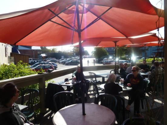 Barb's Bakery & Bistro : Nice deck to relax and enjoy