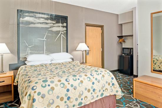 Walnut, IA: Standard 1 Queen Bed Room