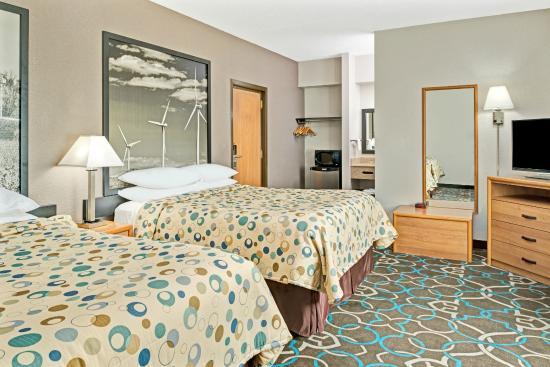 Walnut, IA: Standard 2 Queen Bed Room