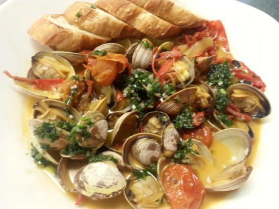 Cin-Cin: Sauteed clams with white wine butter sauce