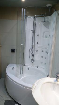 EmpoliHotel: vasca doccia