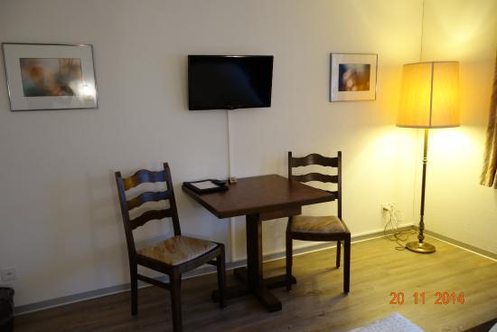 Melchnau, Suiza: Sitzecke mit TV Flatscreen