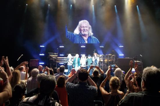 Ruth Eckerd Hall: Recordatorio a Chris Squire en el concierto de Yes