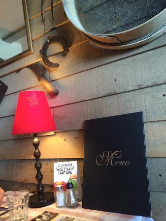 Facade Du Restaurant Vue Su Parking A Droite Au Loin Le Terril N