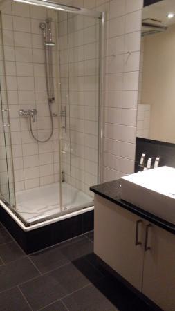 LiV'iN Residence by Fleming's Frankfurt-Bleichstrasse: bathroom - no bathtub
