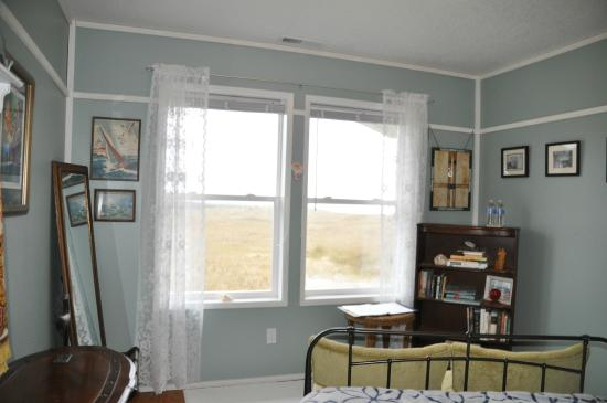 Campbell House at Klipsan Beach: Unobstructed Sea View from Andrea's Room. Share bath with Matthew's Room.