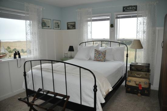 Campbell House at Klipsan Beach : Christopher's Room: Queen Bed, Private Bath