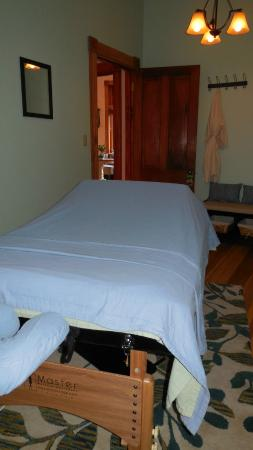 Elevate Day Spa: Massage Room