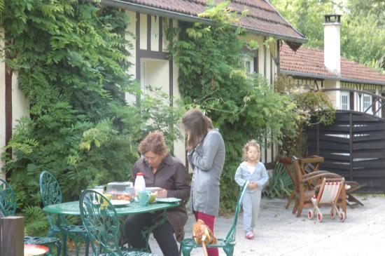 Domaine de la Petite Riviere: Перед домом Ourasi