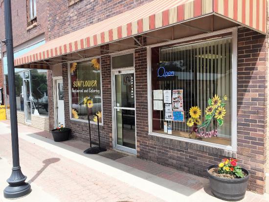 Saint Francis, Канзас: Restaurant Front with Sunflowers