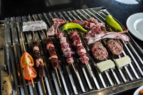 Arapkoy, Chipre: фикс-меню: мясо с овощами на главное блюдо + 12 холодных закусок и салат.