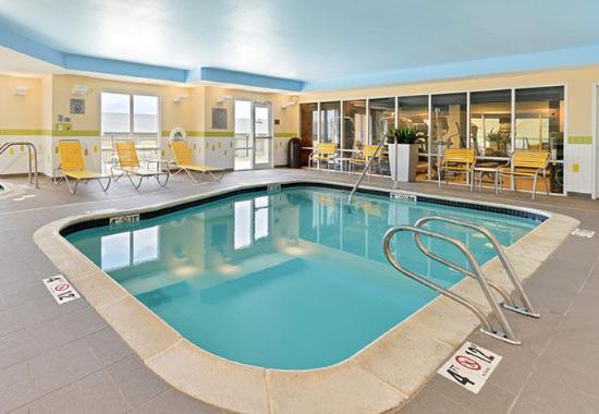 Fairfield Inn & Suites Cedar Rapids : Indoor Pool & Whirlpool