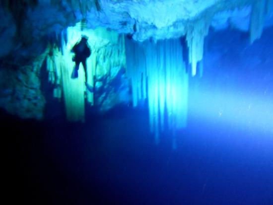 Ilion, Grecia: cave diving