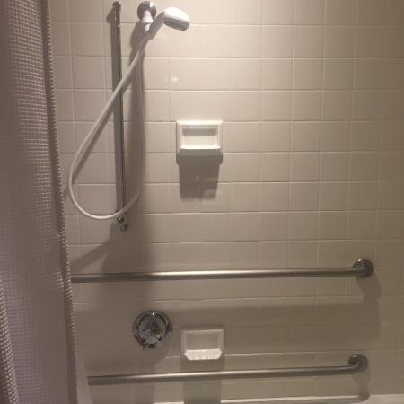Charles Hotel : shower