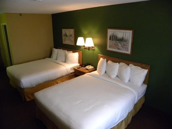 New Victorian Inn & Suites - Kearney: Guest room