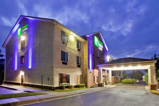 Holiday Inn Express & Suites: Hotel Exterior