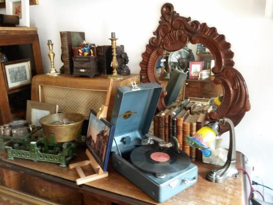 Tomis Antiques