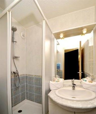 Hôtel balladins Trappes : Bathroom