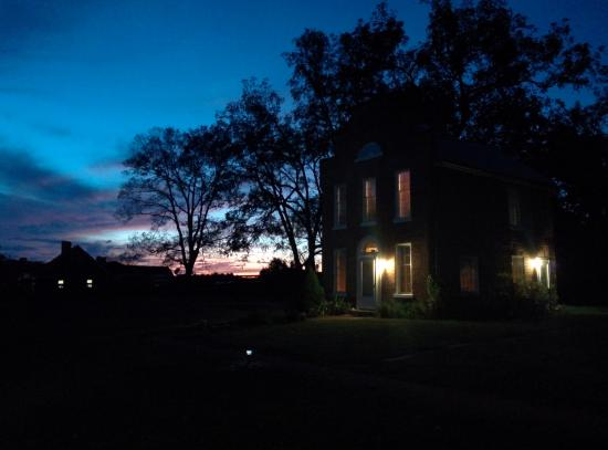 Smithfield Farm Bed and Breakfast: Awesome summer cottage sunset