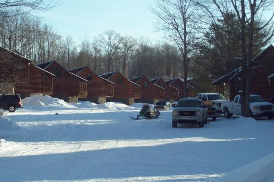 Benjamin's Beaver Creek Resort: lots of cabins
