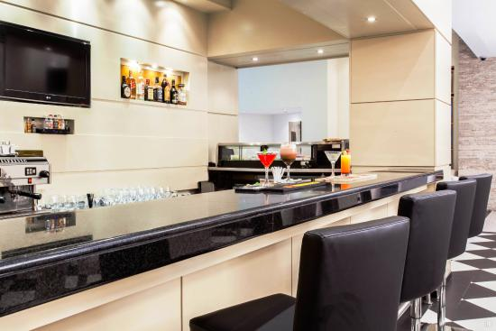 Howard Johnson Hotel Guayaquil: Hotel Bar