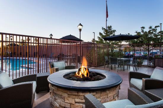 Residence Inn San Diego Oceanside: Outdoor Firepit