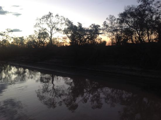 Longreach: Sunset cruise on Thompson River