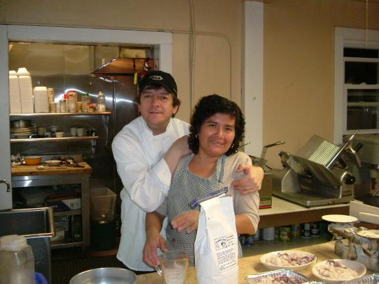 Nunzio's Pizzeria and Restaurant: Chef Fabio and his sister