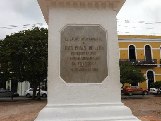 Juan Ponce de Leon Statue : Placa conmemorativa en la base del Monumento.