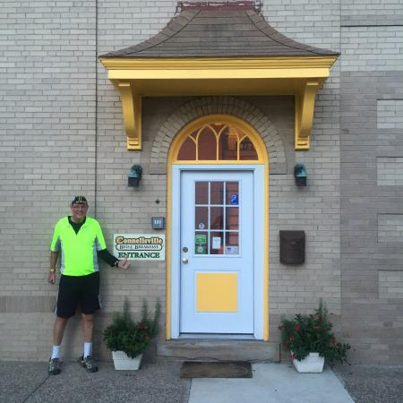 Connellsville Bed and Breakfast: In front of the enterance