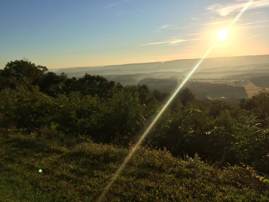 Town Hill Bed and Breakfast: Beautiful Sunrise