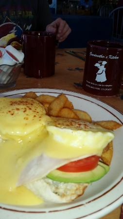 Grandmother's Kitchen: Eggs Benedicts