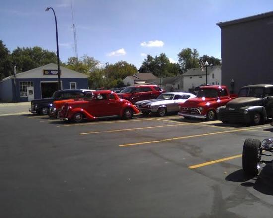 Ida, MI: hot rodders at Carl's for lunch
