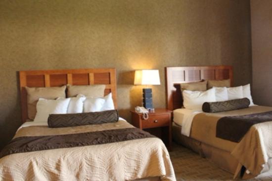 Arrowwood Resort & Conference Center : Qeen Beds