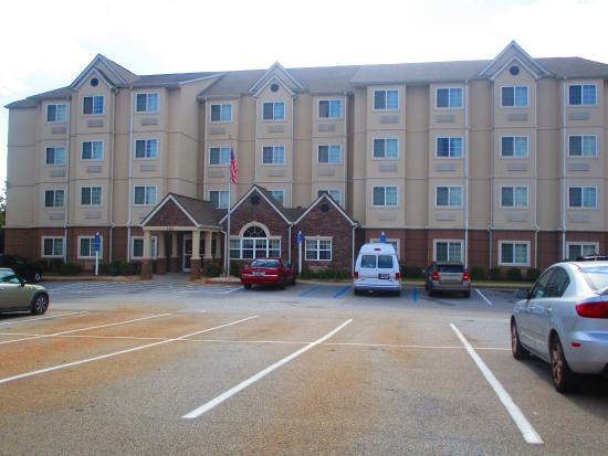 Microtel Inn & Suites by Wyndham Anderson/Clemson: hotel front and parking