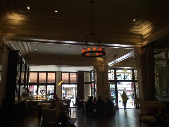 Villa Florence: The lobby.  Very nice.