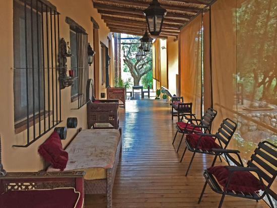 Hotel Estancia de la Cruz : the Gallery where the rooms are