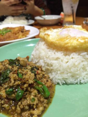 Krungtep : ข้าวกระเพรา+ไข่ดาว