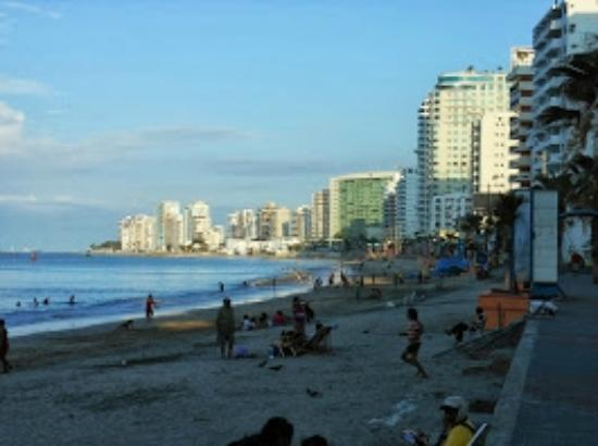 Hotel Marvento II: Playa Salinas
