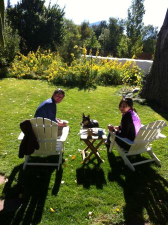 Paonia, CO: guests enjoying coffee on the lawn