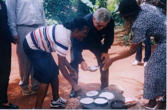 Countrystyle: Butch Stewart making cassava - Bammy bread