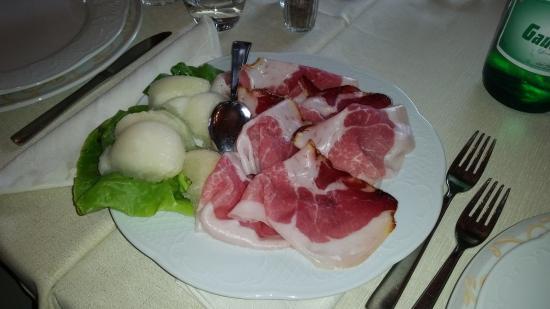 Castelnuovo della Daunia, Ý: Antipasti - Prosciutto e melone