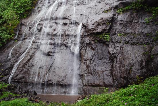 Afareaitu Waterfall